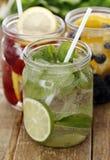 3 различных питья на таблице Стоковые Изображения