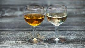 2 различных питья спирта в рюмках Стоковое фото RF
