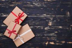 3 различных подарочной коробки связанной с лентами Стоковая Фотография