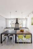 2 различных таблицы в кухне Стоковые Фото