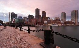 Район Бостона финансовый на заходе солнца Стоковые Изображения