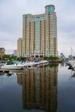 Район гавани внутри валит пункт в Балтиморе, Мэриленде Стоковое Изображение