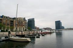 Район гавани внутри валит пункт в Балтиморе, Мэриленде Стоковое Фото