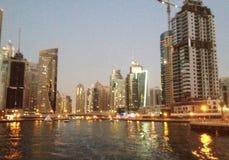 Район Дубай Марины на сумраке от воды Стоковые Фото