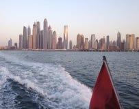 Район Дубай ОАЭ Марины от моря Стоковые Фотографии RF