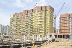Район конструкции и почти готовое здание Стоковые Фотографии RF