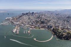 Район Марины Сан-Франциско, причал Fishermans и городское небо Стоковые Изображения