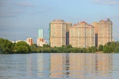 Район Москвы около реки Стоковые Фотографии RF