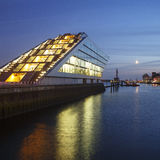 Район доков Гамбурга на ноче Стоковое Фото