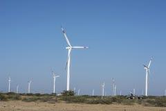 Район пустыни ветрянки с голубым небом Стоковые Изображения RF