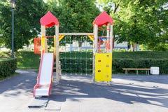 Район спортивной площадки детей в парке города Стоковое Фото
