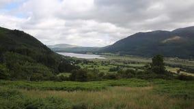 Район Allerdale озера Bassenthwaite около Keswick Cumbria Англии Великобритании подал рекой Derwent сток-видео