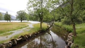 Район Cumbria Англия Великобритания озера Buttermere на красивый солнечный летний день окруженная мимо валит акции видеоматериалы