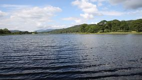 Район Cumbria озера вод Esthwaite около деревни Hawkshead сток-видео