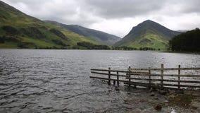Район Cumbria озера Buttermere тускловатого дня overcast изменчивого английский сток-видео