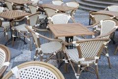 Район Mesto таблицы кафа и взгляда стульев, Прага Стоковая Фотография RF