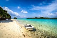Рай пляжа на тропическом острове Окинавы Стоковое фото RF