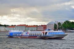 Ракета судна на подводных крыльях корабля на реке Neva Стоковое Фото
