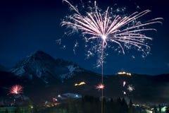 Ракета феиэрверков Новогодней ночи Стоковые Изображения