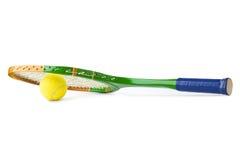 Ракетка и шарик тенниса стоковое фото