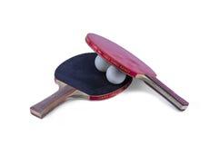2 ракетки настольного тенниса и изолированный шарик Стоковые Фото