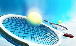 Ракетки тенниса с шариками на предпосылке голубого неба иллюстрация вектора