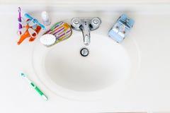 Раковина ванной комнаты детей отечественная Стоковое Изображение RF