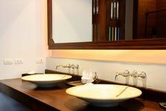 раковина ванной комнаты красивейшая Стоковые Фото