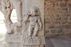Раковина виска Hampi Vittala высекая на штендере - дунутом божеством Yaksha Стоковые Изображения RF