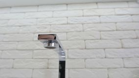 Раковина и faucet кухни акции видеоматериалы