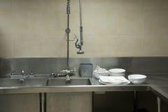 Раковина кухни оборудования стальная для чистого Стоковая Фотография RF