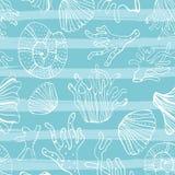 Раковины моря, seastars и предпосылка кораллов безшовная Голубая белая картина для книжка-раскраски, ткани, печати, обоев жизнь Стоковое Изображение RF