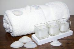 раковин свечки белизны полотенца Стоковые Фотографии RF