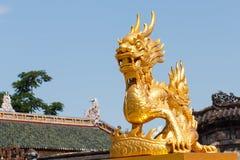 дракон золотистый Стоковые Изображения