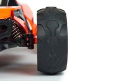 Ралли модели RC, с конца багги гонки дороги вверх по детали Амортизаторы удара автомобиля макроса, космос экземпляра Стоковая Фотография RF