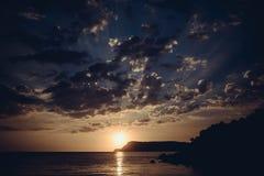 драматический заход солнца Стоковое Изображение