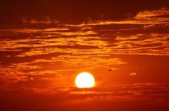 драматический померанцовый заход солнца Стоковое Фото