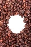 Рамка белизна кофе фасолей предпосылки Стоковое Изображение RF