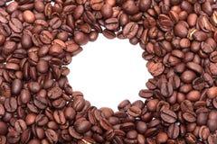 Рамка белизна кофе фасолей предпосылки Стоковые Фотографии RF