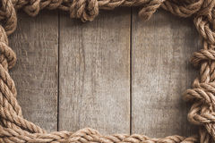 Рамка веревочки на деревянной предпосылке Стоковое Изображение RF