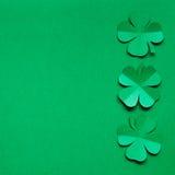 Рамка границы листьев shamrock клевера изумрудно-зеленой бумаги Стоковое Изображение