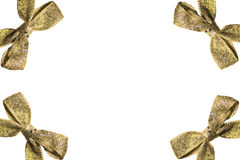 Рамка золотых смычков с лентами на белой предпосылке Стоковые Изображения