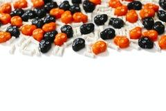 Рамка конфеты хеллоуина на предпосылке whiye с космосом экземпляра Стоковые Изображения