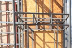 Рамка металла - конструкция и изоляция экстерьера дома стоковые изображения