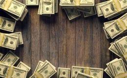 Рамка 100 долларовых банкнот с космосом экземпляра для насмешки вверх на деревянной предпосылке Стоковая Фотография RF