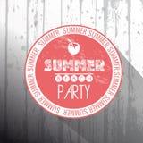 Рамка партии пляжа лета на деревянной предпосылке Стоковое Изображение RF