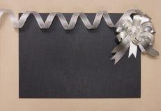 Рамка праздника с смычком и лентой Стоковая Фотография