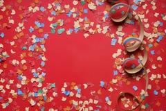 Рамка предпосылки Confetti и бумажной ленты стоковые фотографии rf