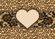 Рамка предпосылки и сердца леопарда Стоковые Фотографии RF