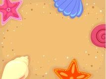 Рамка предпосылки песка с раковинами морских звёзд и моря Стоковое Изображение RF